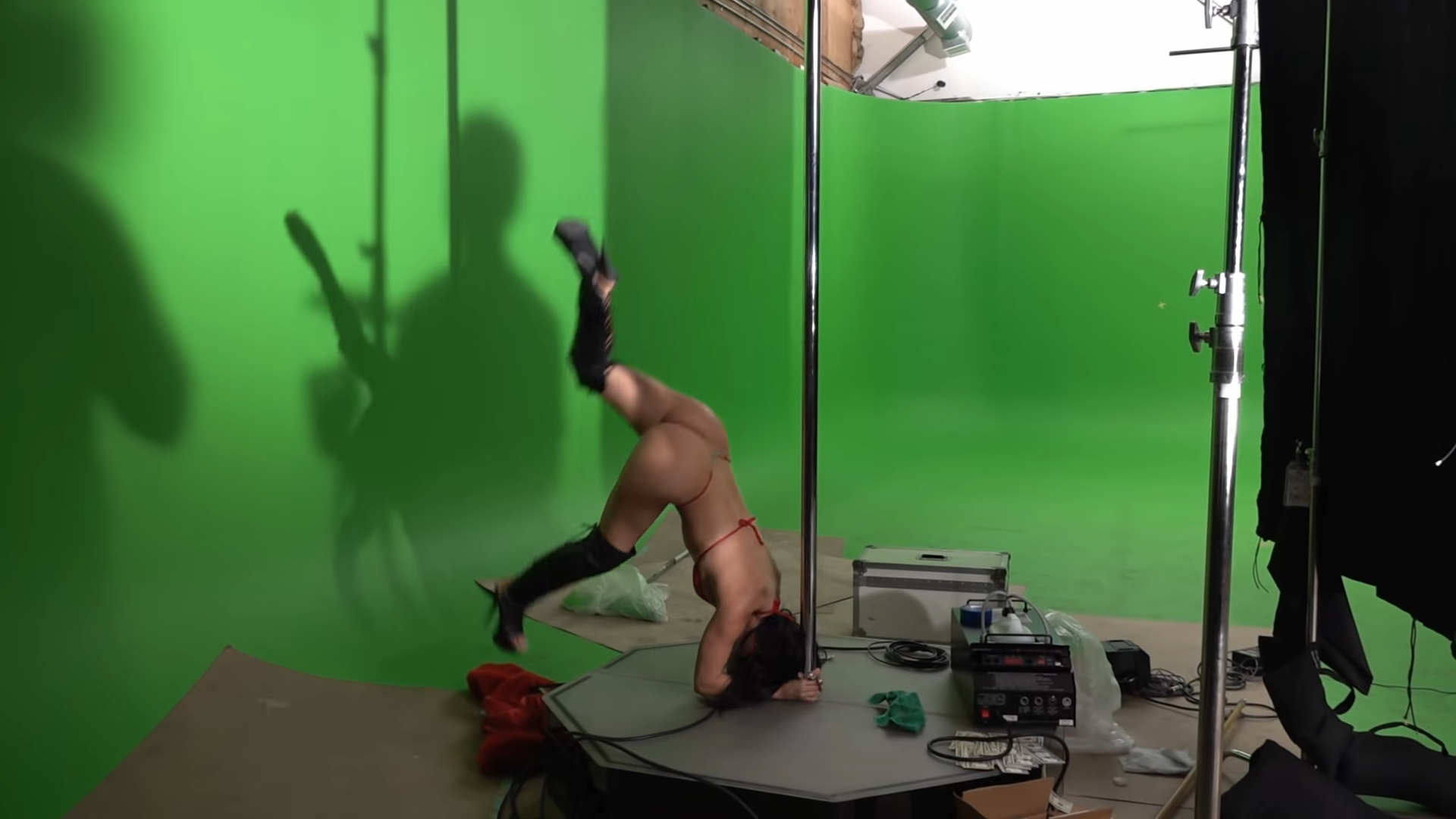 "Screenshotter KodakBlackZEZEfeatTravisScottOffsetOfficialMusicVideo 2'27"""